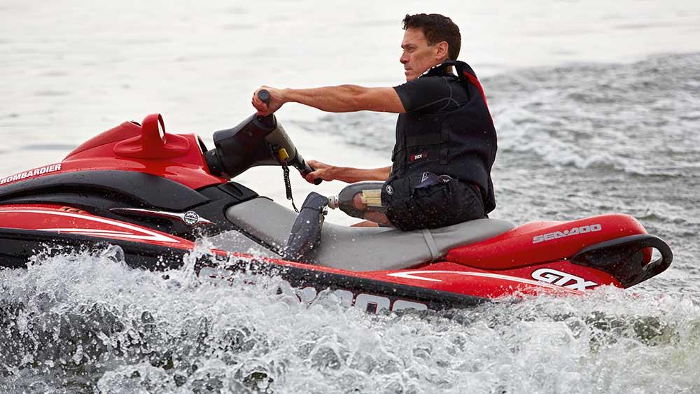 Genium X3 lifestyle man waterscooter